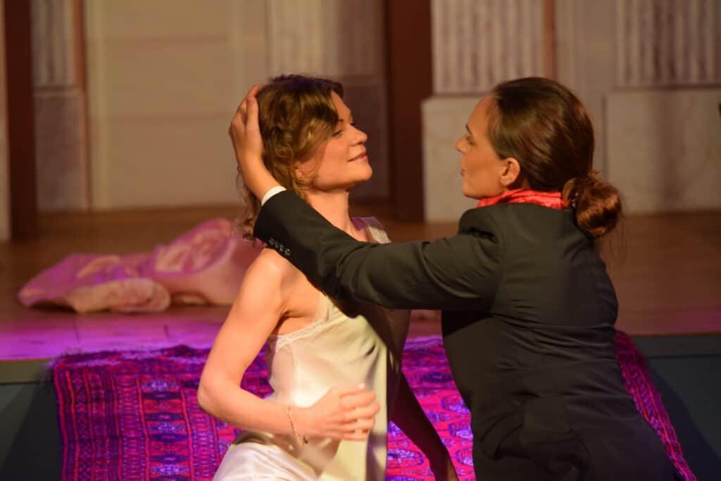 Petra Valman spelar Poppea och Emelie Lundh spelar Nero.