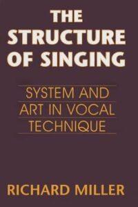 Bild på kurslitteraturbok. Den heter Structures of Singing.