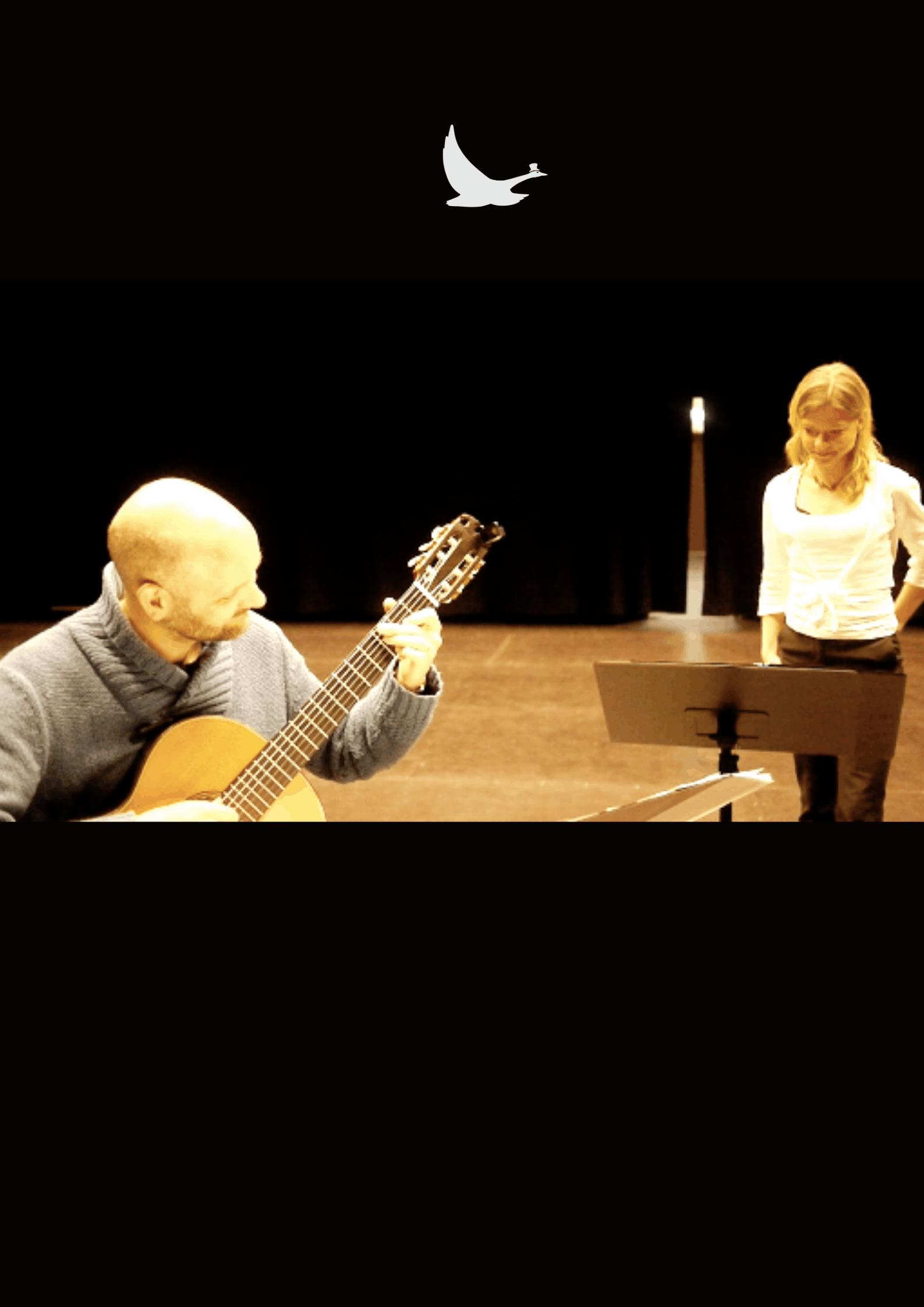 Petra Valman sjunger med gitarrist